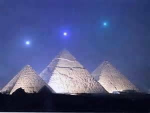pyramiden linked zu sternen